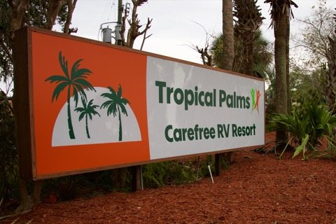 tropical-palms-carefree-rv-resort